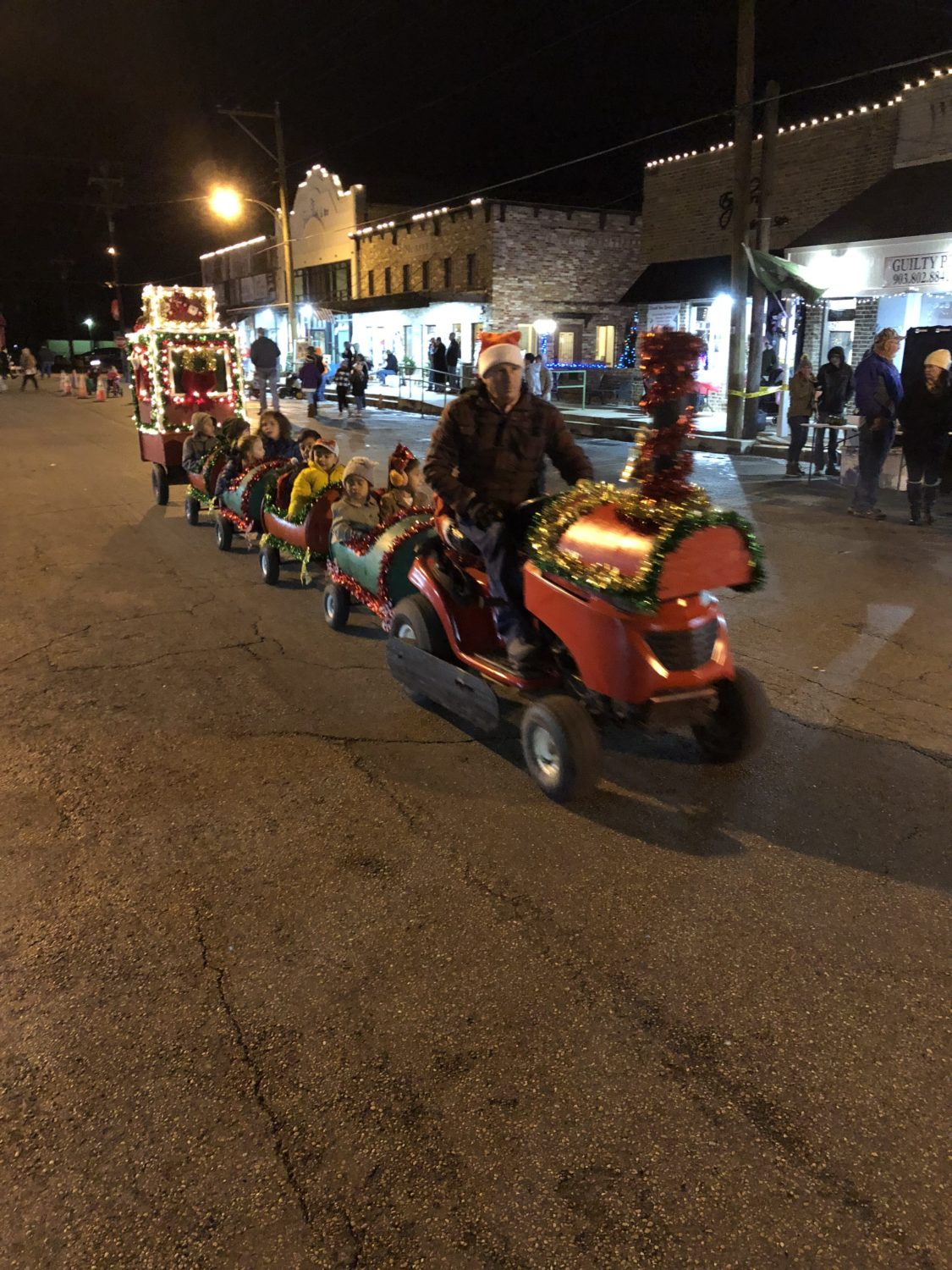 3 Incredible places to be shopping local with in Cedar Creek Lake 4 market street christmas e1548447344973 CedarCreekLake.Online
