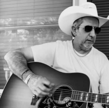 JD Cobb live at Vernon's Lakeside