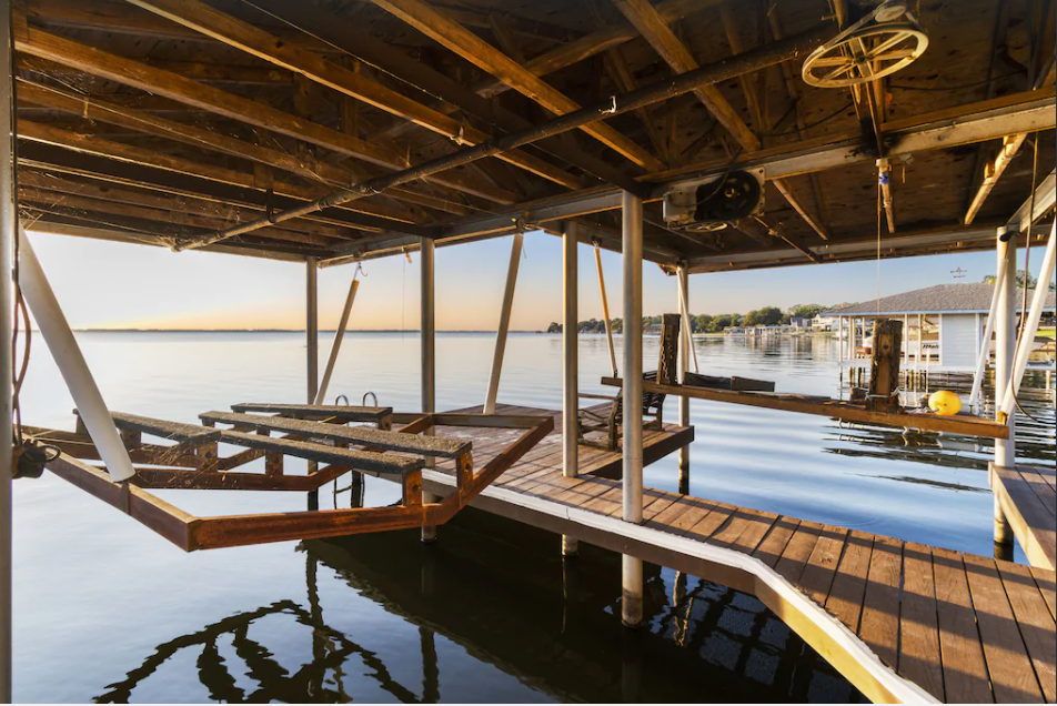 Out Of This World Sunsets At Newly Remodeled Cedar Creek Lake Home
