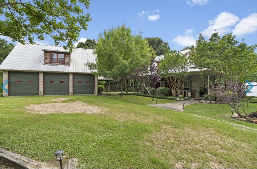 The Roadhouse at Cedar Creek Lake