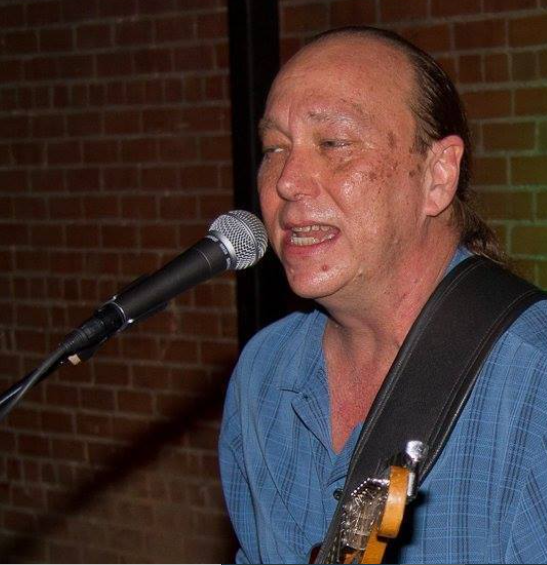 Alan McDaniel at Vernon's Lakeside