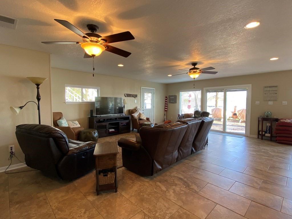 118 Pin Oak Drive Mabank, TX 75156