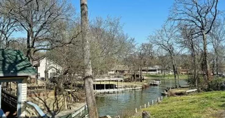 136 Robin Hood Way, Gun Barrel City, TX, 75156