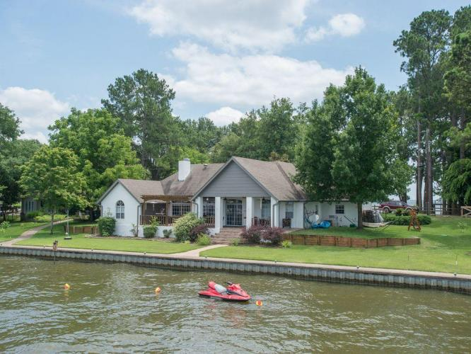 Sunset Point - 4 Bedroom Lake House