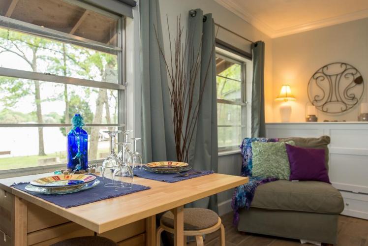 Lakeside Bliss Cabin for 2