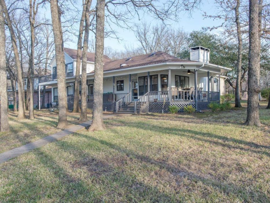 Porch Grove - Southern Charm at it's Finest on Cedar Creek Lake