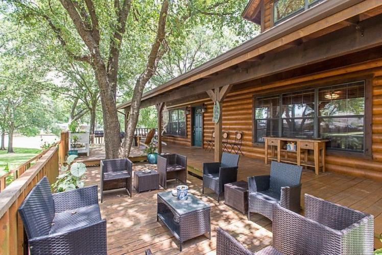 Bandera Bay - Modern and Spacious Log Cabin on the Lake