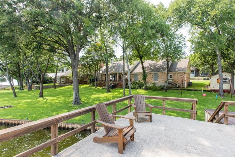 Buck's Lakeview Retreat