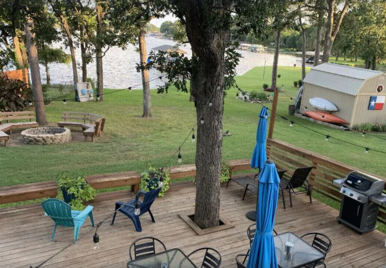 Sandy Shores- Tranquility and Beauty on Cedar Creek Lake